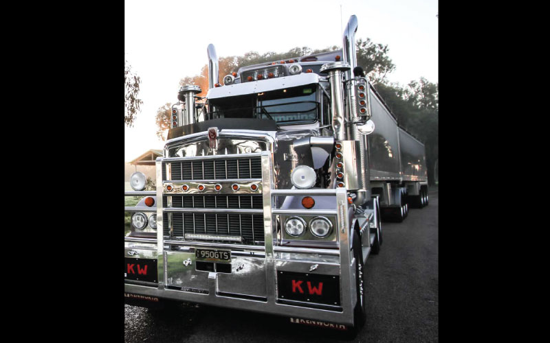 THE LEGEND CONTINUES - Kenworth Australia